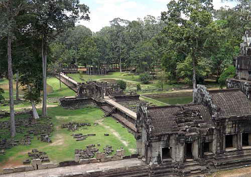 touring Angkor region