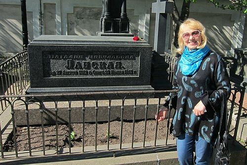 Natalia at Pushkin grave